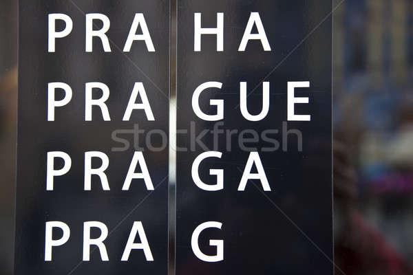 Praag teken verscheidene talen Tsjechische Republiek Stockfoto © benkrut