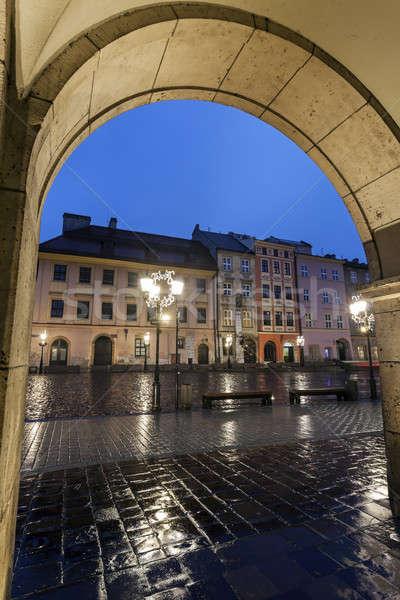 Kicsi tér Krakkó esős este Lengyelország Stock fotó © benkrut