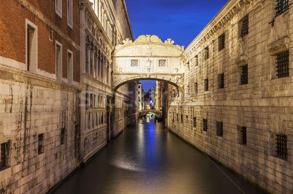 Bridge of Sighs in Venice Stock photo © benkrut