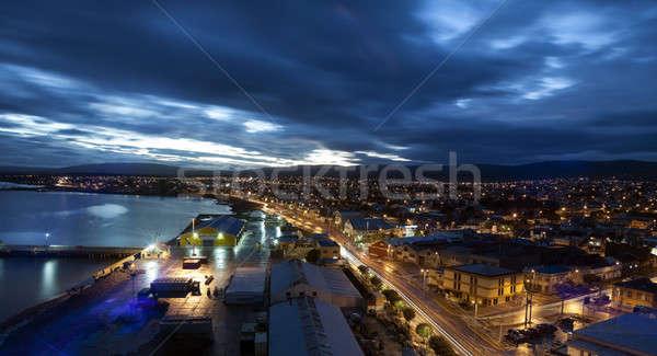 Pôr do sol céu água cidade azul linha do horizonte Foto stock © benkrut