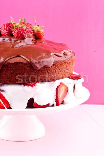Schokoladenkuchen Erdbeere Essen Hintergrund Kuchen weiß Stock foto © bernashafo