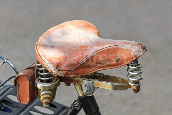 Klasszikus bőr bicikli nyereg fém részletek Stock fotó © Bertl123