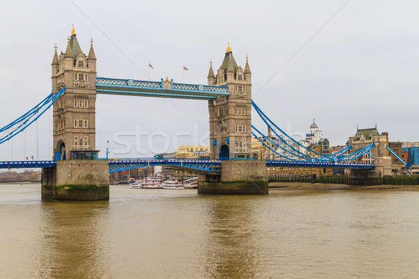 Tower Bridge ver chuvoso dia Londres edifício Foto stock © Bertl123