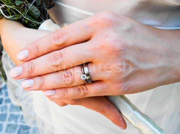 Menyasszony visel gyémánt jegygyűrűk kéz esküvő Stock fotó © Bertl123