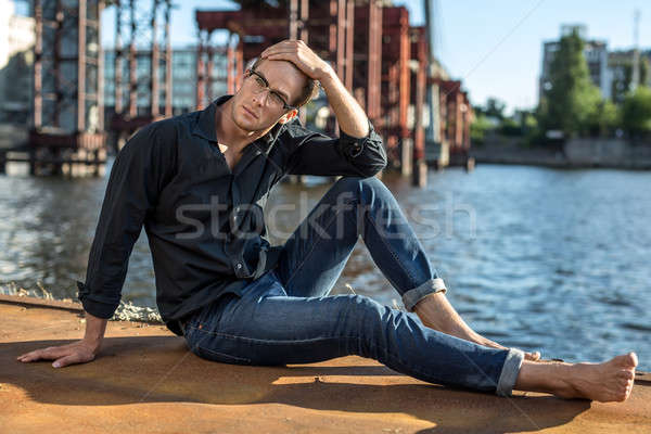 Boso facet elegancki okulary rzeki Zdjęcia stock © bezikus
