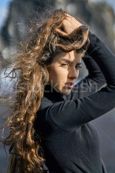 Meisje poseren buitenshuis prachtig perfect haren Stockfoto © bezikus