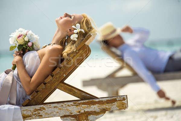 Plaj çift yalan güneş çiçek düğün Stok fotoğraf © bezikus