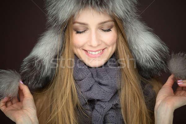 девушки мех Hat улыбаясь студию съемки Сток-фото © bezikus