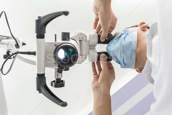 Stomatologicznych mikroskopem smart lekarza kliniki Zdjęcia stock © bezikus