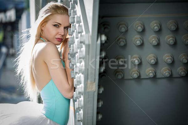 Portret wdzięczny baleriny przemysłowych biały most Zdjęcia stock © bezikus