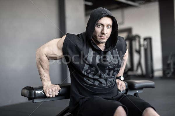 ストックフォト: 残忍な · 男 · ジム · 筋肉