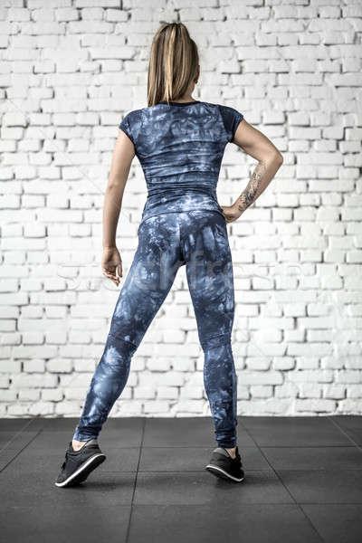 Atletisch meisje poseren gymnasium ongelooflijk tattoo Stockfoto © bezikus