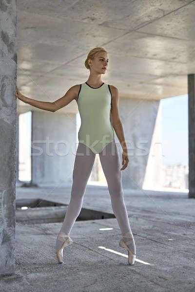 Ballerina pózol befejezetlen épület bájos beton Stock fotó © bezikus