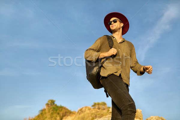 Gezgin poz açık havada turist güneş gözlüğü siyah Stok fotoğraf © bezikus
