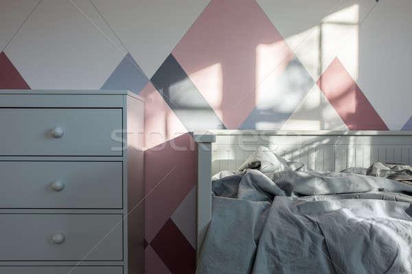 Habitación estilo moderno cama gris manta colorido Foto stock © bezikus