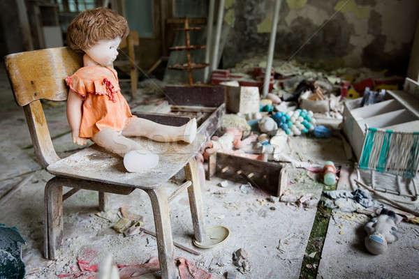 Jardim de infância perdido cidade moderno ruínas Ucrânia Foto stock © bezikus