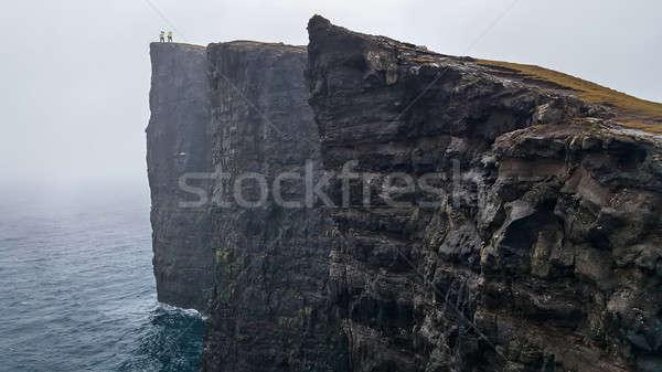 Manzara iki adam sarı ayakta dik uçurum Stok fotoğraf © bezikus