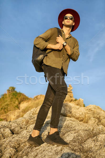 Touristischen posiert Freien Reisenden Sonnenbrillen schwarz Stock foto © bezikus