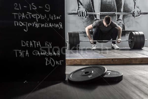 Edzés súlyzó tornaterem hatalmas fickó felfelé Stock fotó © bezikus