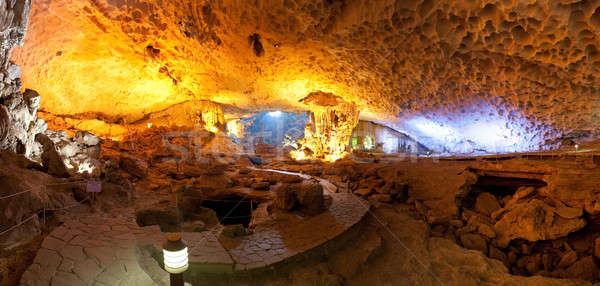 Iluminado cueva largo Vietnam Asia pared Foto stock © bezikus