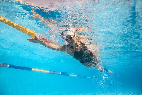 Kobieta podwodne piękna dziewczyna basen odkryty strój kąpielowy Zdjęcia stock © bezikus
