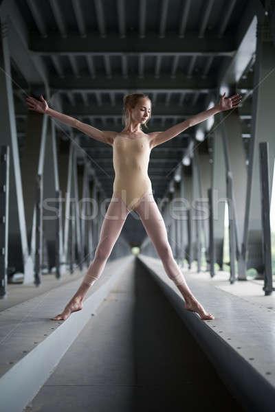 Portret jonge bevallig ballerina badpak pose Stockfoto © bezikus