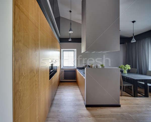 Stile moderno cucina isola tavola sedie Windows Foto d'archivio © bezikus