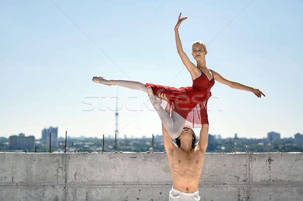 Ballet dansers poseren buitenshuis topless danser Stockfoto © bezikus