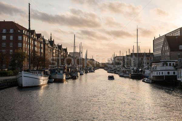 Város csatorna Koppenhága hajók felhős égbolt Stock fotó © bezikus