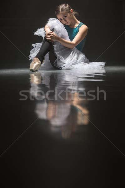 バレエダンサー 美しい ルックス カメラ 階 ストックフォト © bezikus