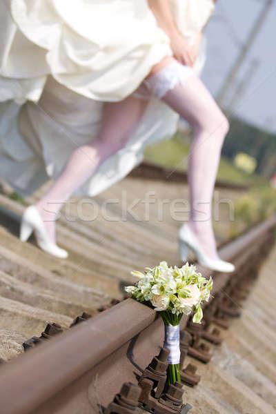 Bukiet ślubny nogi oblubienicy pociągu kolej ślub Zdjęcia stock © bezikus