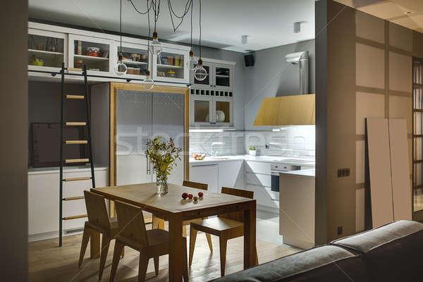 Mutfak modern tarzda şaşırtıcı gri duvarlar beyaz Stok fotoğraf © bezikus