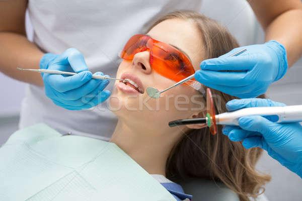 歯 充填 紫外線 ランプ 少女 患者 ストックフォト © bezikus