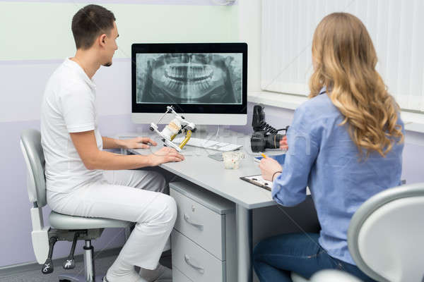 Foto stock: Dentista · paciente · jóvenes · blanco · uniforme · azul