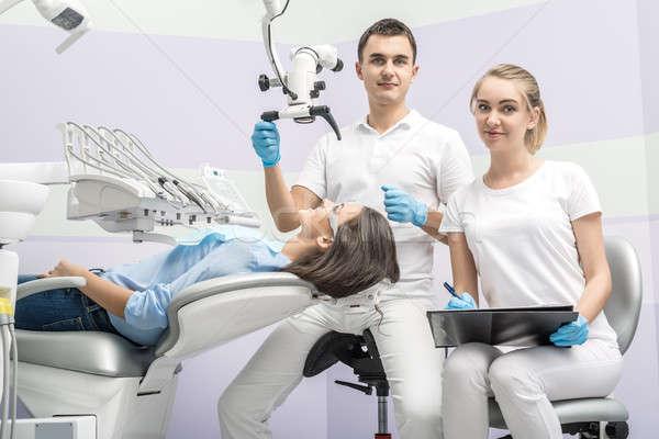 Dentiste assistant patient clinique cute s'asseoir Photo stock © bezikus