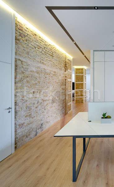 Сток-фото: служба · современный · стиль · современный · кирпичная · стена · колонки · полу