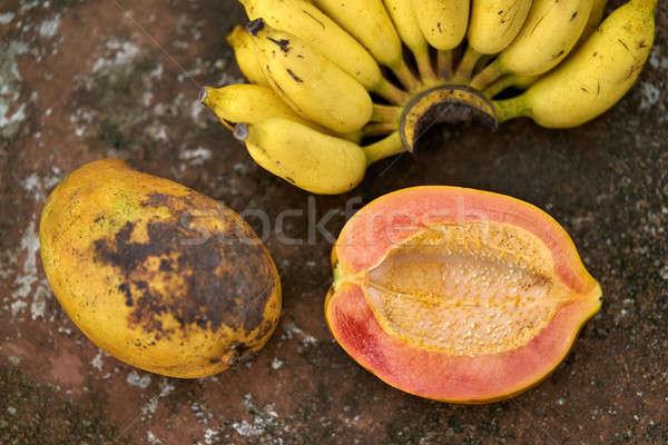 Kleurrijk bananen rijp bos haveloos oppervlak Stockfoto © bezikus