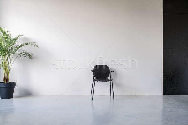 Stijlvol interieur grijs zwarte muren houten stoel Stockfoto © bezikus