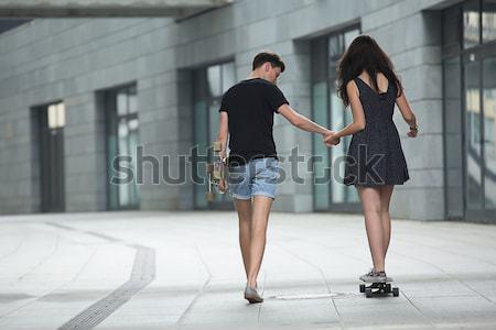 Fiatal pár szeretet elegáns tinédzserek kéz a kézben Stock fotó © bezikus