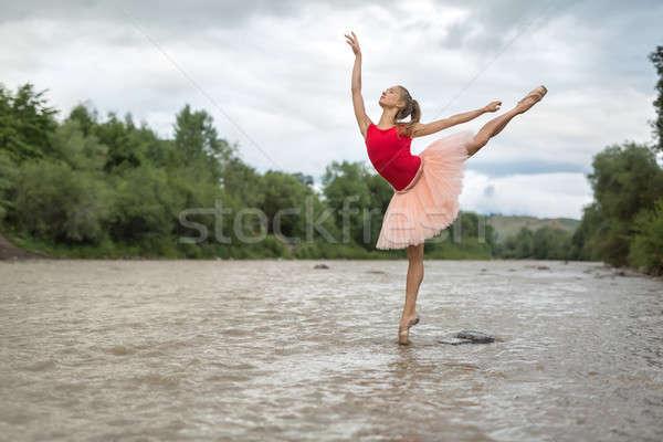 Balerin poz nehir şık doğru parmak Stok fotoğraf © bezikus