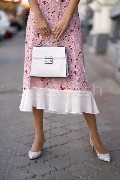 ストックフォト: モデル · 袋 · 屋外 · 少女 · ポーズ