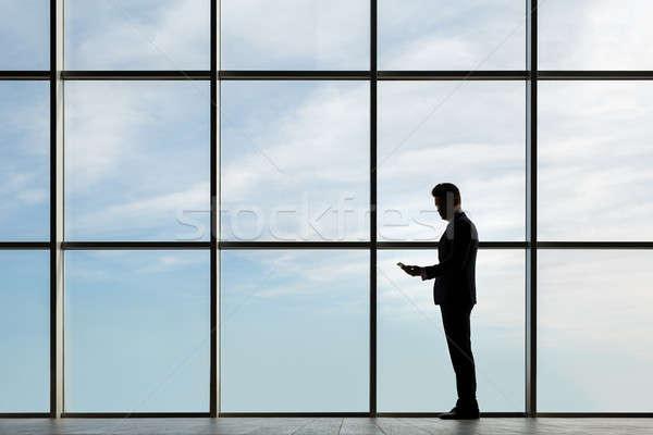 Férfi öltöny sziluett sötét üzlet ablak Stock fotó © bezikus