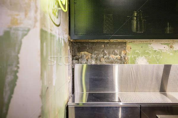 Belső padlás stílus konyha rongyos falak Stock fotó © bezikus