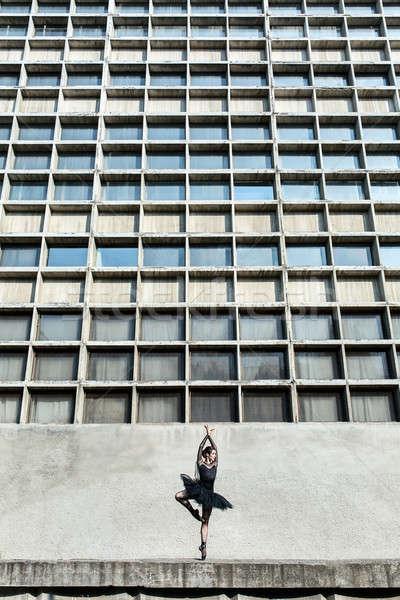 Kecses ballerina beton városi struktúra ablakok Stock fotó © bezikus