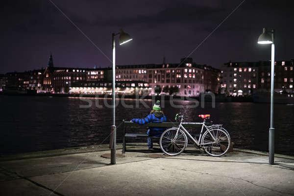 ночь Cityscape человек одежды сидят Сток-фото © bezikus