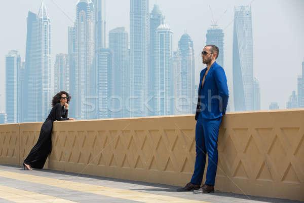 Para wieżowce taras Dubai człowiek Zdjęcia stock © bezikus