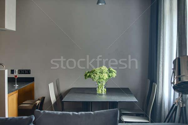 Verde fiori vaso buio tavola quattro Foto d'archivio © bezikus