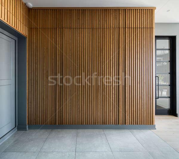 Interior estilo moderno sala gris paredes cuadros Foto stock © bezikus