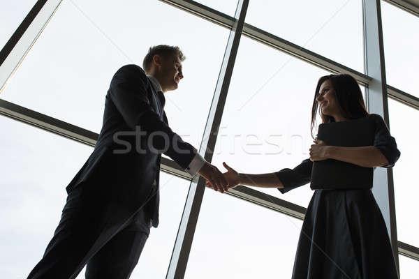 Hombres de negocios mujeres apretón de manos sonrisa grande panorámica Foto stock © bezikus