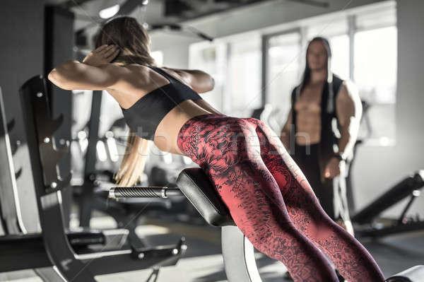 Atletisch meisje gymnasium lang haar Stockfoto © bezikus
